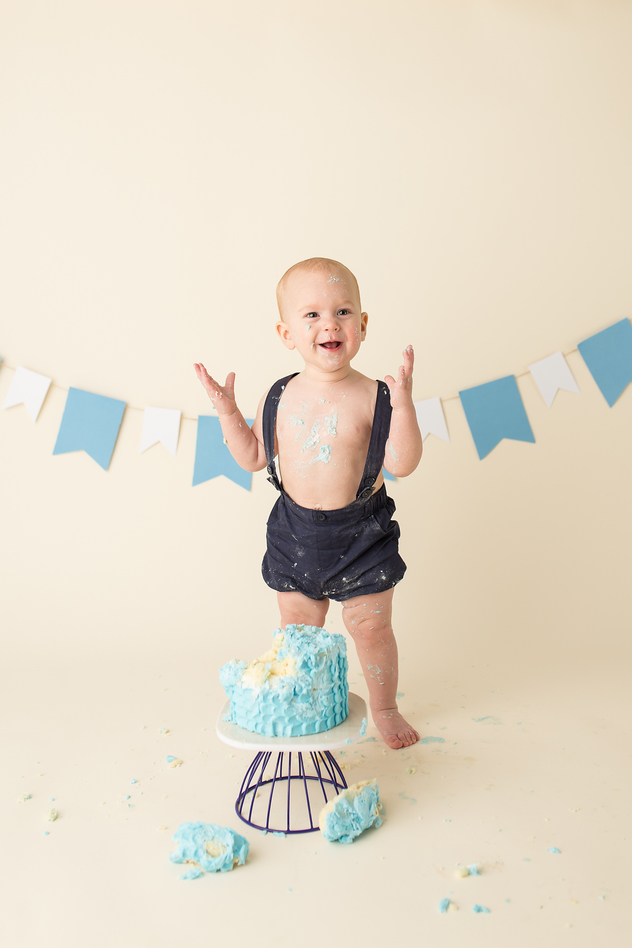 Cake Smash Guelph Ontario child photographer Yellow Brick Road Photography