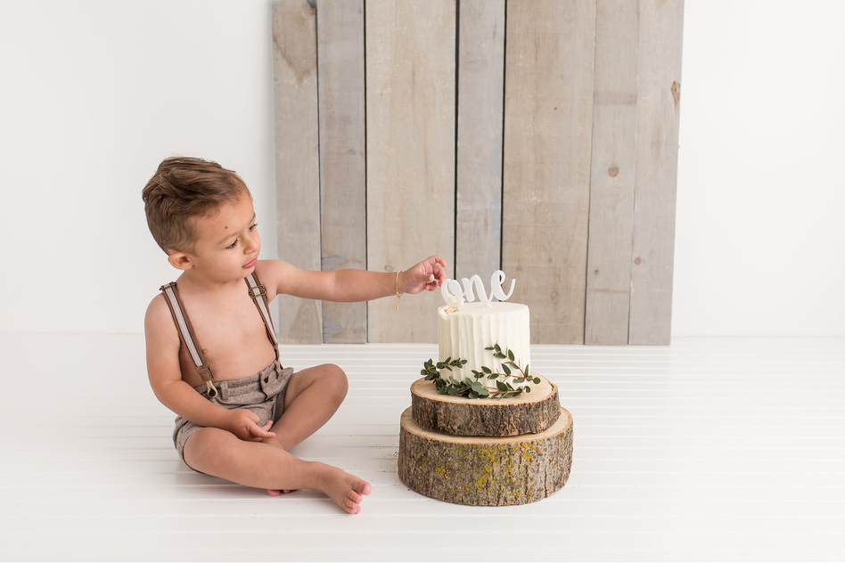 First Birthday Guelph Photography Organic White Cake Smash