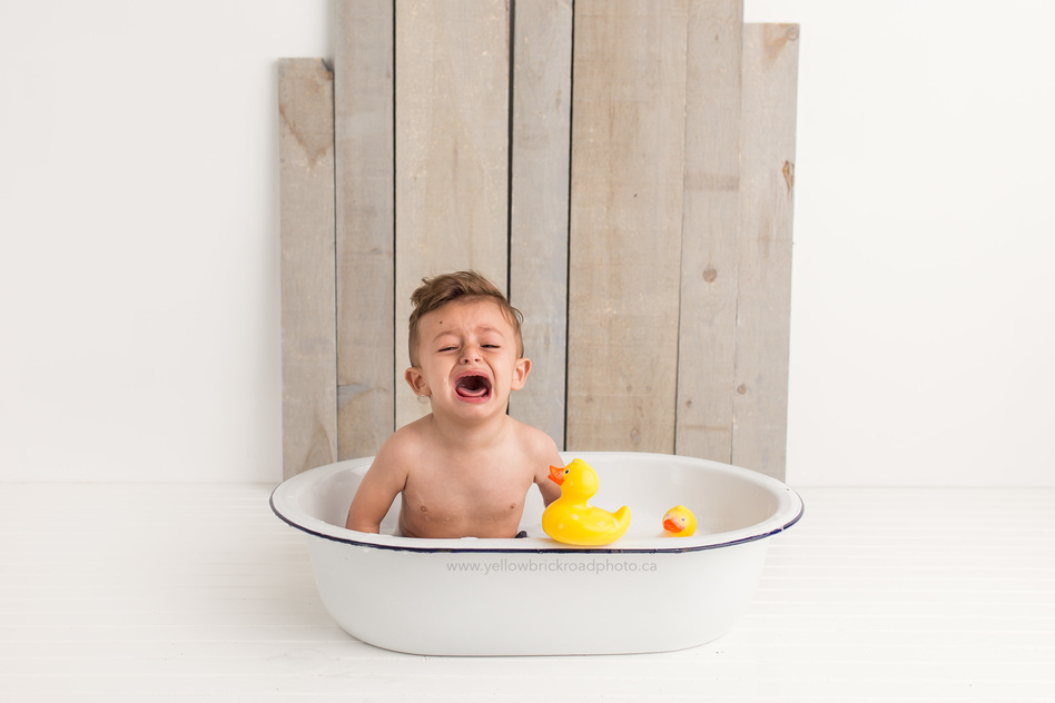 first birthday guelph photography bubble bath session baby boy crying